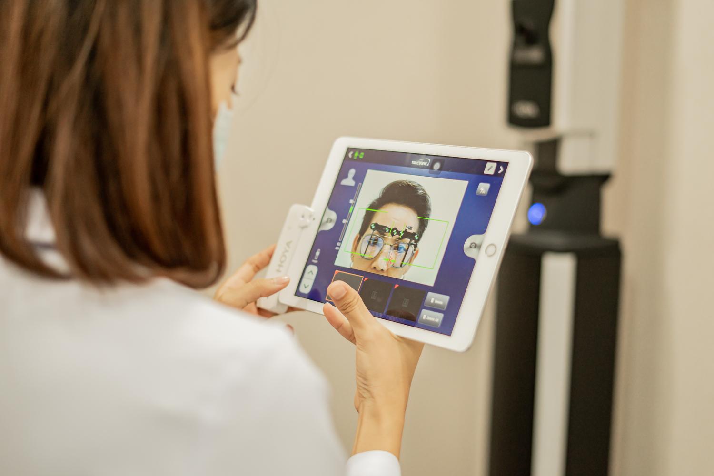 ตัดแว่นที่ไหนดี กทม เราบริการตัดแว่นสายตา เน้นเลนส์โปรเกรสซีฟ