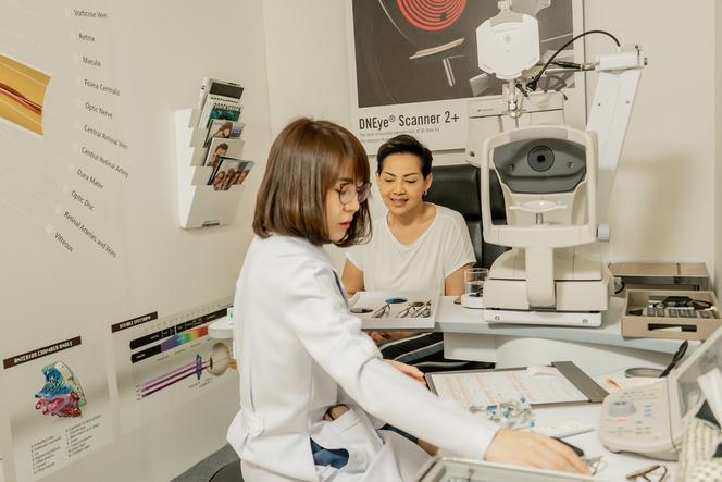 ขั้นตอนการตรวจสายตา ตัดแว่นโปรเกรสซีฟ ร้านตัดแว่น ใกล้ฉัน ตั้งอยู่ที่รามคำแหง ลาดพร้าว เชี่ยวชาญเลนส์โปรเกรสซีฟ